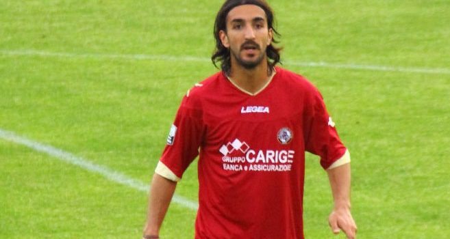 Piermario_Morosini_playing_for_Livorno_in_2012