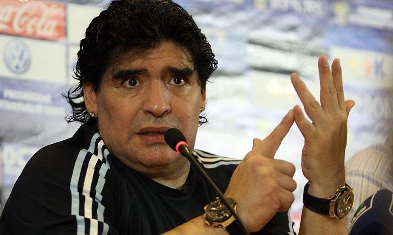 Maradona, compleanno e polemiche: