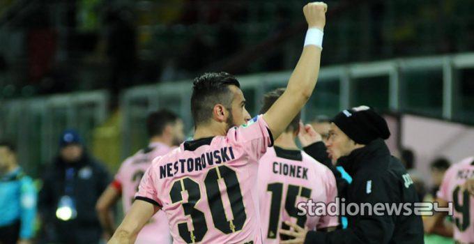 L'esultanza di Nestorovski dopo il gol