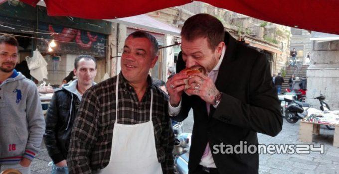 Nel giro di Baccaglini c'è anche una visita al mercato di Ballarò