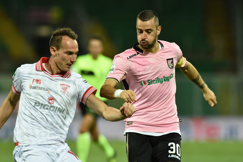 Il Palermo torna a vincere e lo fa con un gol su rigore del suo capitano, Ilija Nestorovski. La squadra di Tedino non gioca un gran calcio ma si salva su un erroraccio di Posavec ed è cinica a sfruttare una delle poche occasioni capitate nella partita. Dopo cinque gare, i rosanero sono ancora imbattuti. LA CRONACA LE PAGELLE DI GUIDO MONASTRA GLI HIGHLIGHTS IL POST-PARTITA