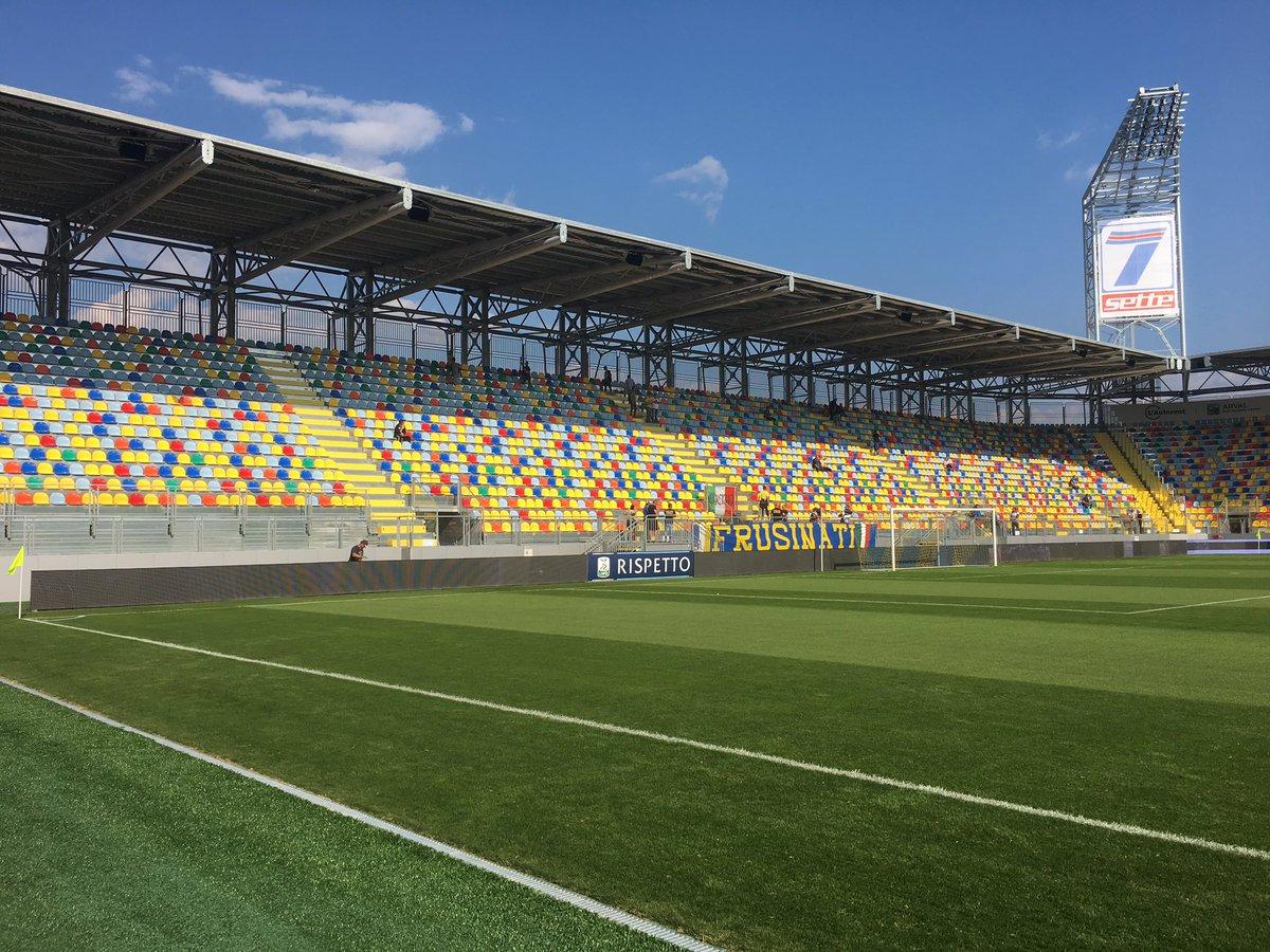 Foto frosinone l 39 attesa finita ecco il nuovo stadio for Il mobile frosinone