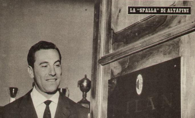 """Due anni fa arrivava dal Sudamerica una notizia di quelle che non poteva passare inosservata per un vero tifoso del Palermo: moriva all'età di 89 anni Santiago """"Ghito"""" Vernazza, ex calciatore argentino, leggenda del calcio rosanero con 115 presenze e 61 gol tra il 1957 al 1960. Fu un grosso dispiacere. Non ho mai visto giocare dal vivo Vernazza. Avevo quattro anni quando lui lasciò il Palermo e io debuttai allo stadio della Favorita con mio papà un paio di anni dopo. Ma le gesta sportive di Ghito hanno popolato per tanto tempo la mia fantasia di giovanissimo tifoso. Mio"""