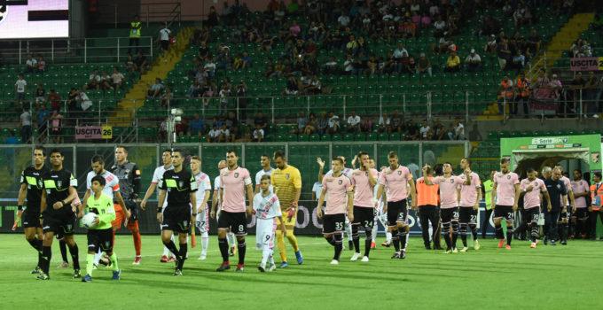 Palermo - Cremonese ingresso in campo