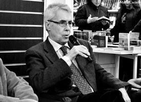 """(gm) Benvenuto Caminiti, giornalista che non ha bisogno di presentazione per i tifosi del Palermo, presenta il 24 novembre, alle 18, al bar Albatros il suo nuovo libro """"Tra nuvole rose & cieli azzurri"""", incentrato – neanche a dirlo – su storie rosanero. In questo pezzo a sua firma, Caminiti ci racconta come è nata l'idea. Quando Riccardo Colao, giornalista e scrittore, catanzarese di nascita ma romano di adozione, mi chiamò al cellulare era la vigilia di Natale dell'anno scorso e, per il garbo e l'eleganza mi sembrò un gentil signore d'altri tempi e d'altri luoghi: """"Benvenuto Caminiti? Io sono…"""".E"""