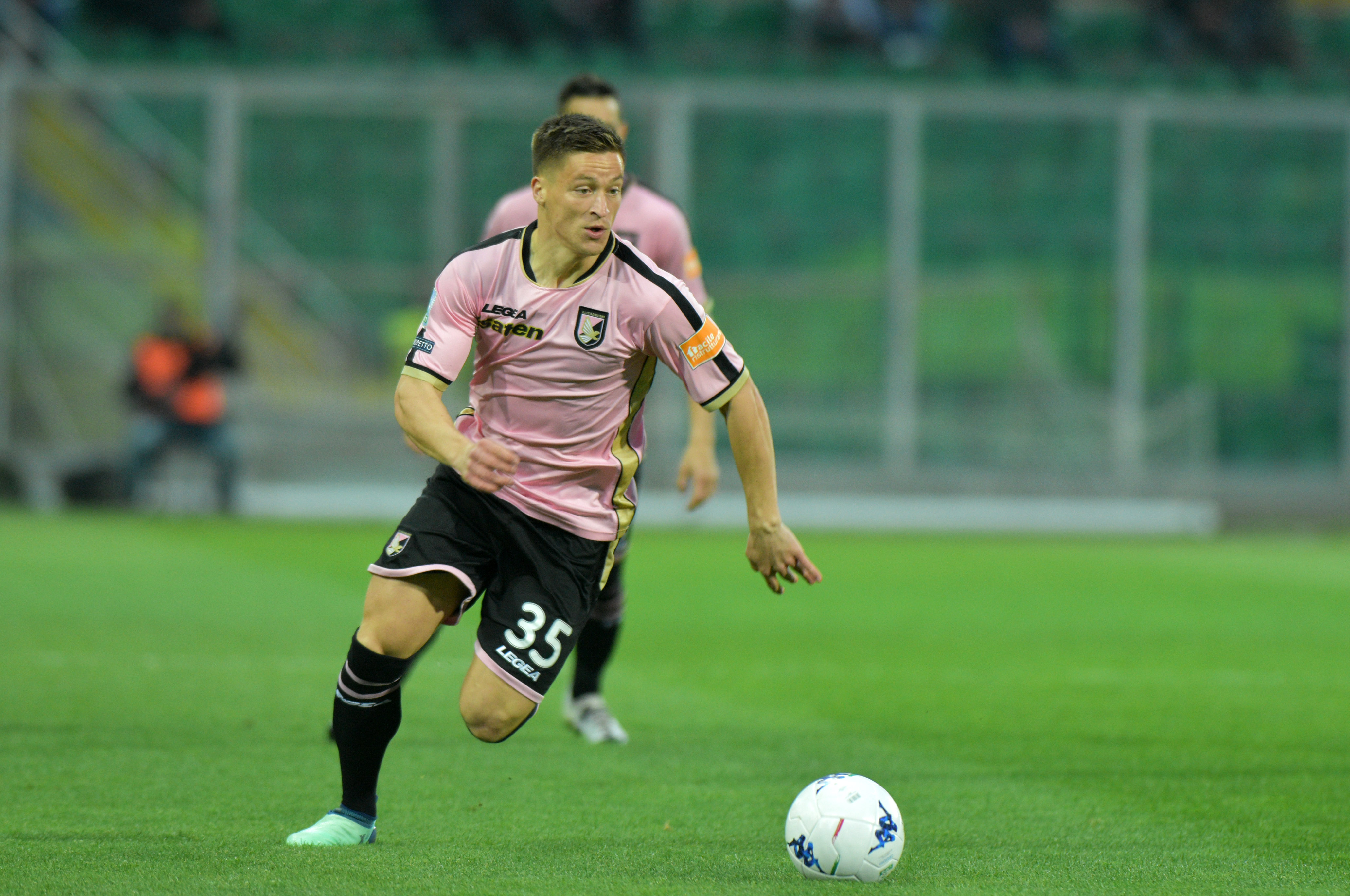 Il centrocampista del Palermo, <b>Radoslaw</b> <b>Murawski</b>, compie oggi 25 anni essendo nato a Gliwice il 22 aprile del 1994. Al giocatore rosanero, 62 presenze e due gol con la maglia rosanero, gli auguri di tutta la redazione di ...</div> <a class=