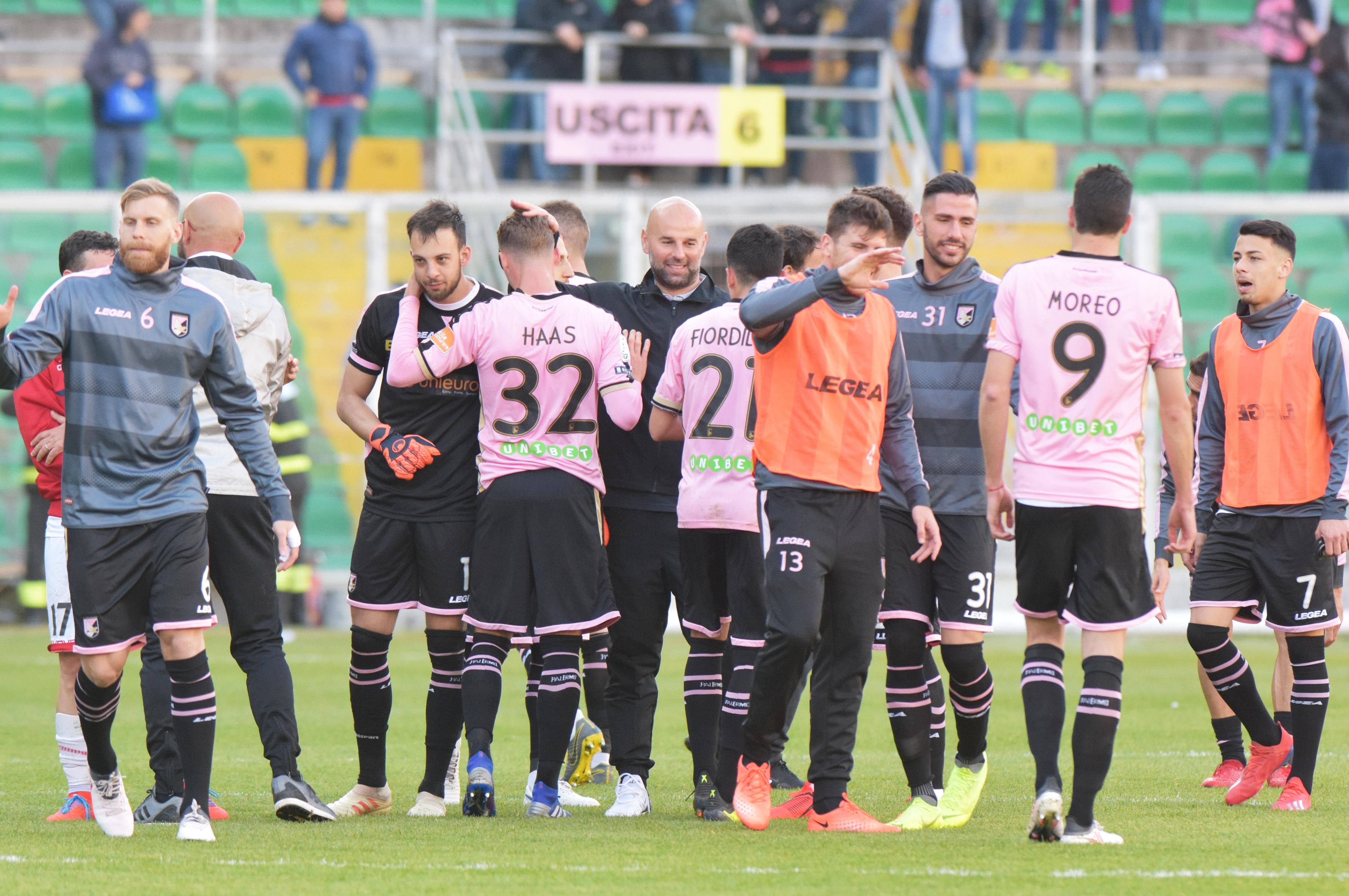 Il Palermo sta arrivando con il fiato corto alla fine della stagione. Il calo dei rosa nel girone di ritorno è evidente e i numeri lo testimoniano: il bilancio delle 11 partite nel 2019 è di 3 vittorie, 4 pareggi e 4 sconfitte; nella classifica parziale dopo il giro di boa gli uomini di Stellone sono al dodicesimo posto. I fattori che hanno influito sul rendimento di Nestorovski e compagni sono molteplici e tra questi c'è la condizione fisica. Già nella passata stagione i rosa di Tedino ebbero un calo dopo la sosta invernale. Nelle prime 11 partite del 2018,