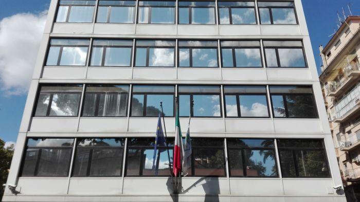 """Le sorti del Palermo nelle mani del Consiglio Federale della Figc. Dopo il commento critico del presidente Gabriele Gravina, sarà l'organo federale a discutere della questione rosanero ma soprattutto del mancato rinvio dei playoff e dell'annullamento dei playout decisi dalla Serie B. ALBANESE: """"CI ASPETTIAMO LA SOSPENSIONE DEI PLAYOFF"""" Provvedimenti che fanno discutere e che saranno affrontati dai consiglieri nell'ordine del giorno del 16 maggio, che era stato diramato prima che scoppiasse il caos in Serie B: tra i temi da trattare ci sono le procedure e i criteri di riammissione nei vari campionati (dalla A alla D), le norme"""