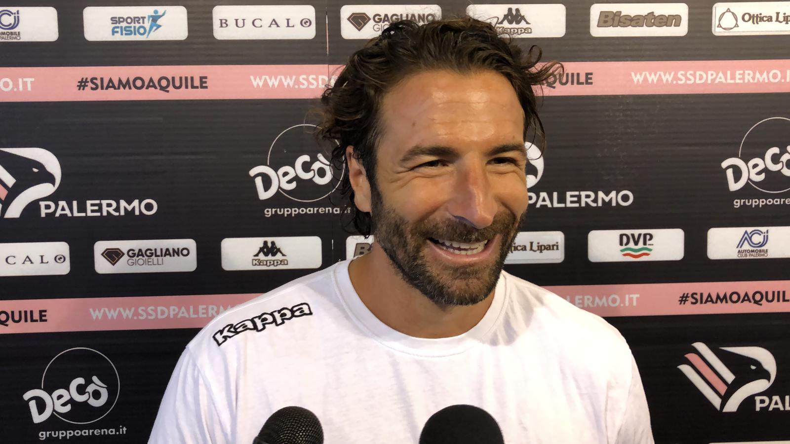 """Gli sono bastati solo pochi secondi per segnare il primo gol con la maglia del Palermo. Nando Sforzini si è sbloccato contro la Cittanovese e nel dopopartita ha commentato la bella vittoria dei rosa e la sua prestazione. """"È stato un bell'esordio in casa – afferma – . Sono contento per il risultato rotondo, peccato per il gol subito. Sono entrato con concentrazione. La sensazione è che ogni volta che acceleriamo possa succedere qualcosa"""". """"L'assist di Felici? Lui è un valore aggiunto – continua – lo ringrazio. Niente esultanza? Ero concentrato, ci tenevo a far bene. Adesso bisogna focalizzarsi sulla"""